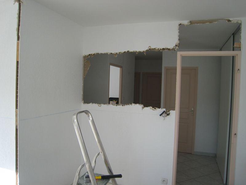 1 re tape casser les cloisons enlever les portes m lo et mat. Black Bedroom Furniture Sets. Home Design Ideas